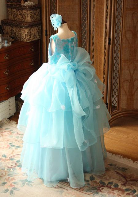 ピアノの発表会ドレス。大きなリボンとコサージュ。オーダードレス