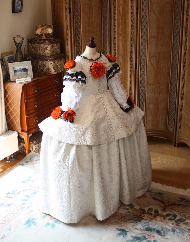 中世ヨーロッパ時代の子供用ドレス