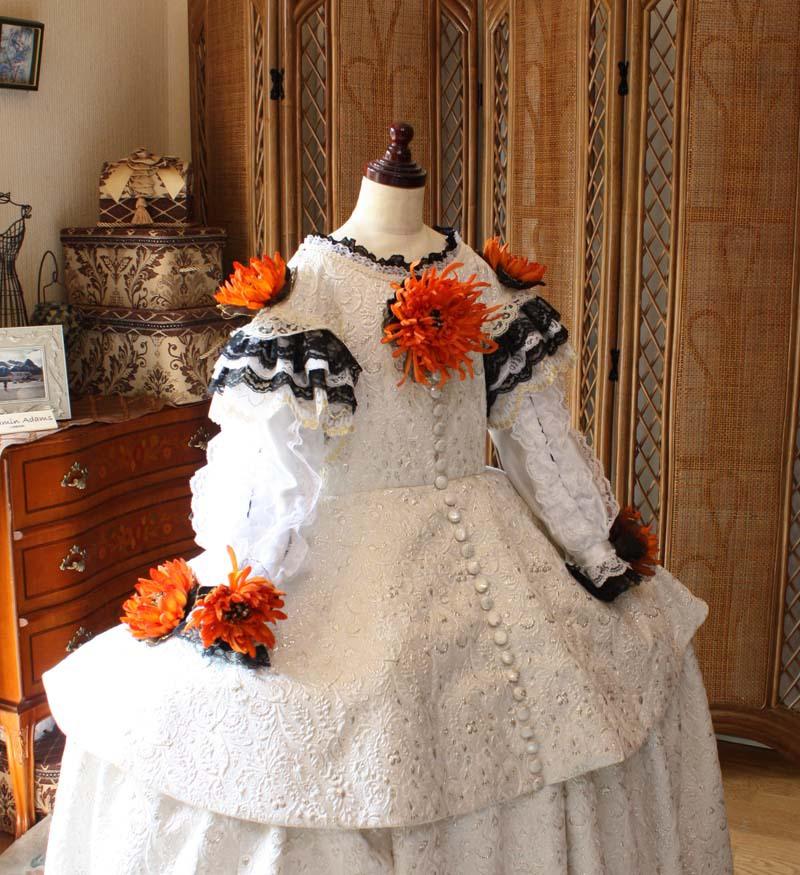 上半身デザイン。マリーアントワネットの時代のドレス