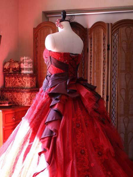 バックスタイルが華やかなカクテルドレス ボルドーレッド