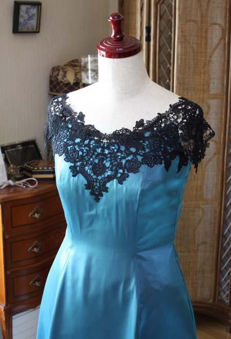 胸元のデコルテ リサイタルドレス