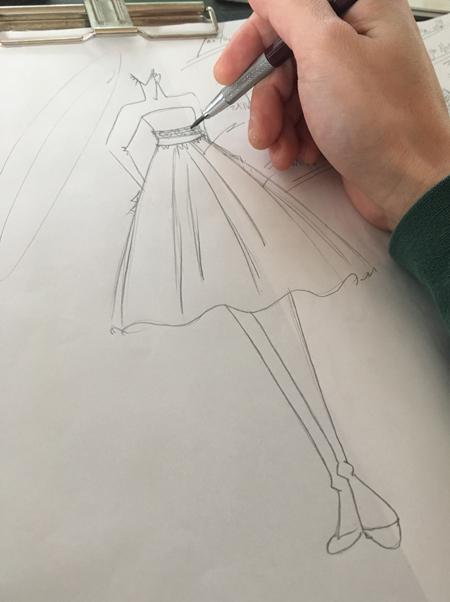 ウェディングドレスから変身するミディアムスカートドレス