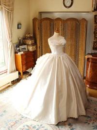 運命のウェディングドレスは、花嫁の個性を表現するデザイン!バロック、ロココ調のドレスをお探しの方へお勧めドレス