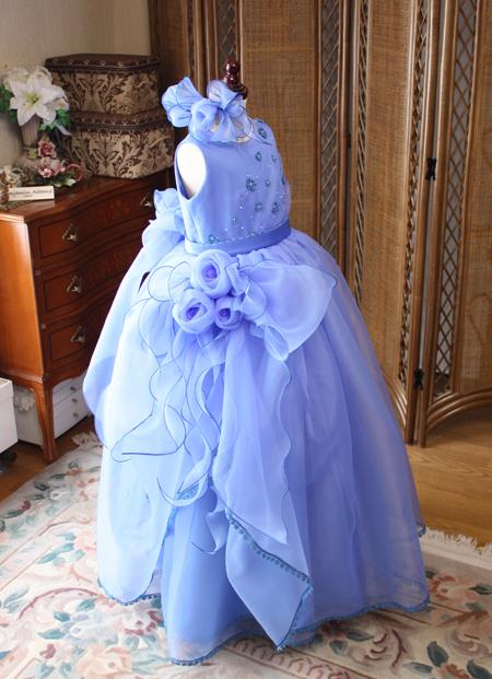 ステージで可愛らしく演出する子供用のドレス