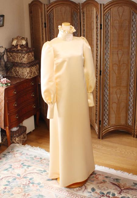 スレンダーラインのウェディングドレス アイボリーシャンパン ウィンテージウェディングドレス