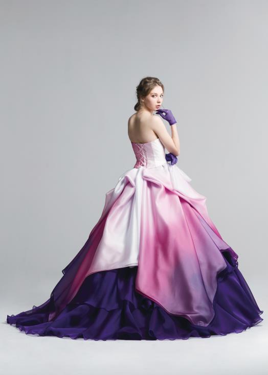 カクテルドレスのシルエット。Aラインスカート