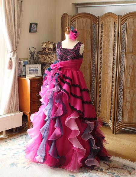 オーバースカートとディアードスカートデザインのベルラインシルエットドレス