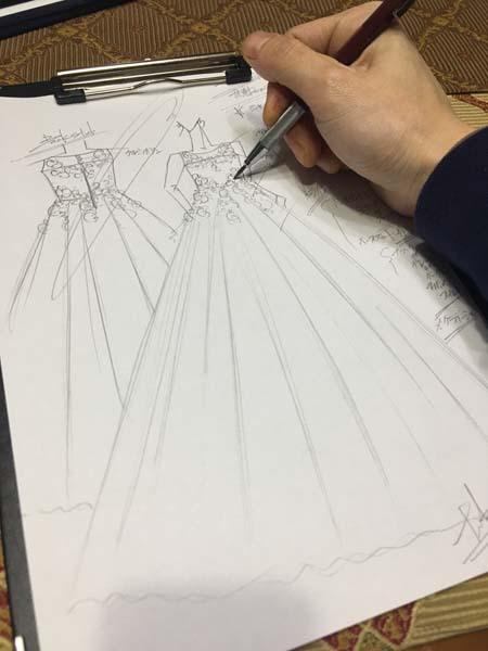 悪魔イメージのドレスを立案 バイオリンの演奏曲に合わせてデザイン