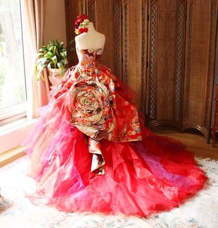 着物ウェディングドレスの後ろ姿