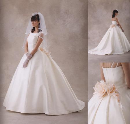 ウェディングドレス シルク バッスル スタイル