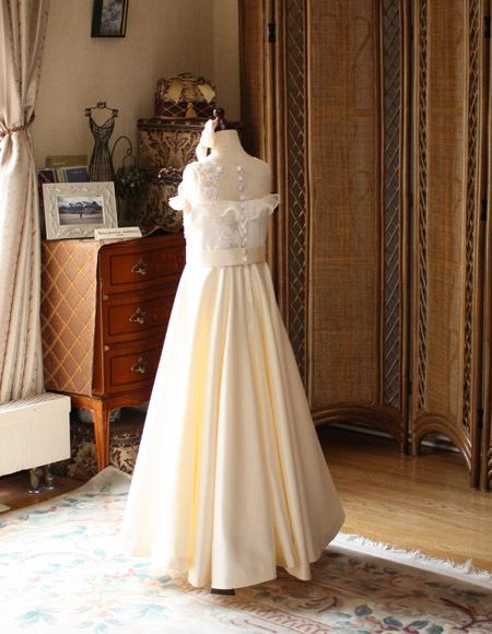 130cmサイズのピアノのコンクールドレス。バックスタイルドレス