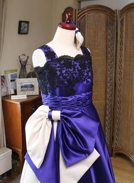 大きなリボンとサッシュベルトのデザイン ロングドレス