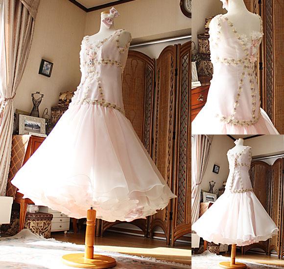 ミモレ丈の美しいドレス ライトピンクカラー
