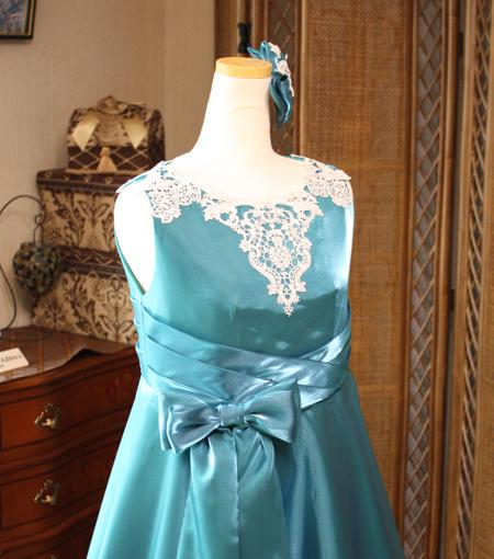 上半身デザインとステージドレス