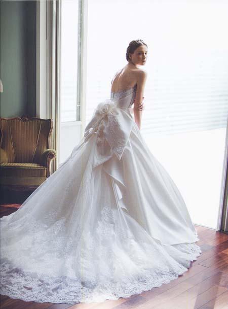 ウェディングドレスシルエット。魅力の花嫁姿