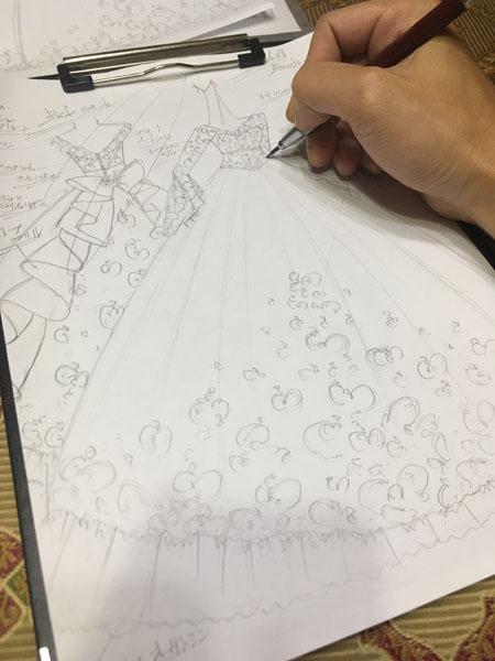 ウェディングドレスのオーダーメイド販売。花嫁にデザインするドレス