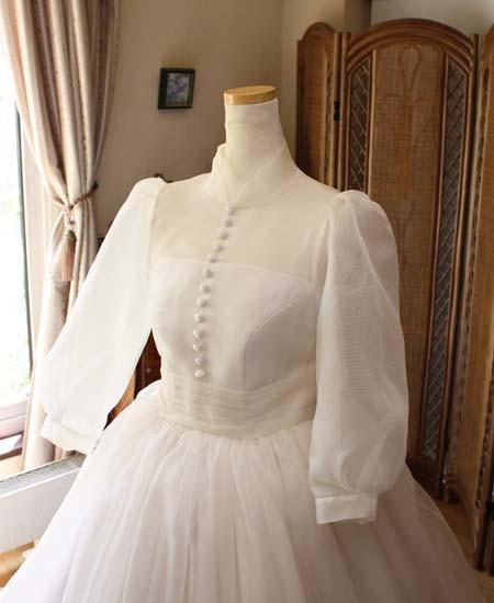 上半身デザイン。クラシック スタイルを連想するウェディングドレス