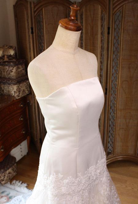 ドレスの胸元を修正