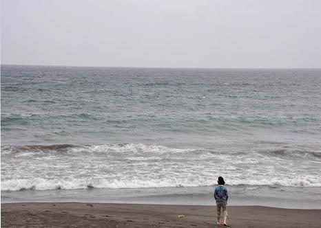 大海に向かって