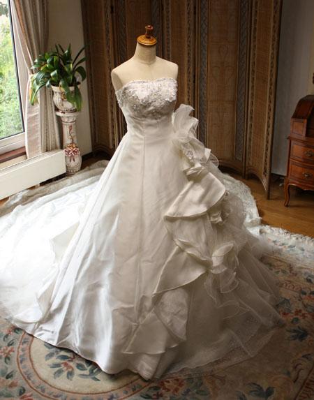 アンシンメトリーなドレス