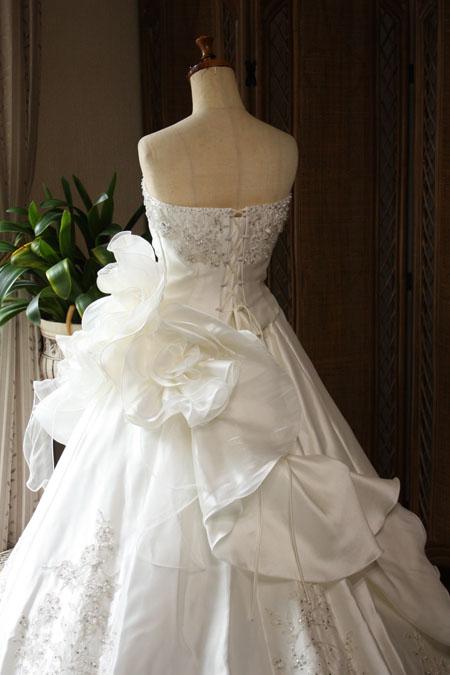 ドレスのバックスタイル