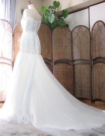 マーメイドラインのウェディングドレス バックスタイル デザイン