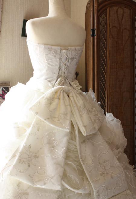 ウェディングドレス フリル