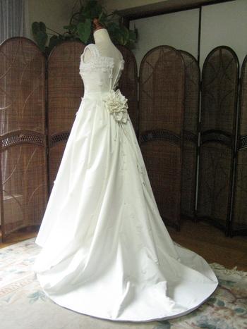 ウェディングドレス バックスタイル
