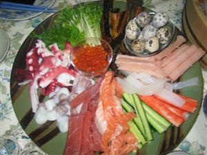 手巻き寿司をやるというので盛り付けを手伝いました。