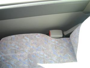 最後尾の座席の隙間は非常に狭く押し込まないと携帯が挟まることはありません。