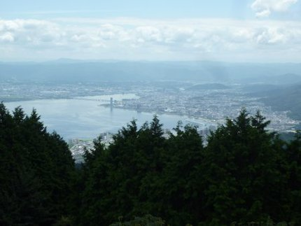 逢坂峠を見下ろす比叡山