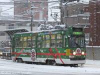 【札幌市電】緑と赤と…今季の「クリスマス電車」