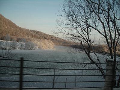 天塩川に氷張る
