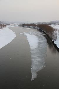 天塩川の巨大な氷が