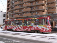 【札幌市電】242号車(コカ・コーラ/クリスマス仕様)